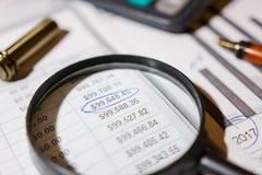 Stift und Taschenrechner auf dem Tisch Lizenzfreie Stockbilder