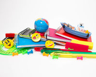 Stifte, Bleistifte, Radiergummis, mit smiley und einem Satz Notizbüchern Lizenzfreies Stockbild