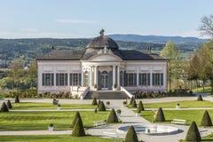 Stifts park z ogrodowym pawilonem przy sławnym klasztorem w Melk Zdjęcie Royalty Free