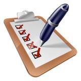 Stiftschreiben auf Klippbrett Lizenzfreies Stockfoto