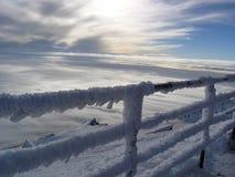 Stig ovanför molnen på ett besök till solen Royaltyfria Bilder