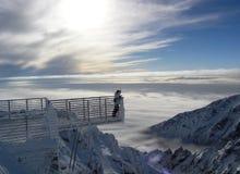 Stig ovanför molnen på ett besök till solen Royaltyfri Fotografi