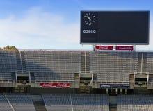 Stiga ombord ovanför tomma tribun på Barcelona Olympic Stadium på Maj 10, 2010 i Barcelona, Spanien Arkivfoto