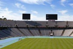 Stiga ombord ovanför tomma tribun på Barcelona Olympic Stadium på Maj 10, 2010 i Barcelona, Spanien Arkivbilder