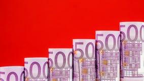 Stigande moment som göras av 500 eurosedlar Arkivbild