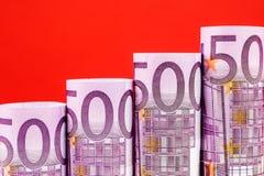 Stigande moment som göras av 500 eurosedlar Royaltyfri Foto