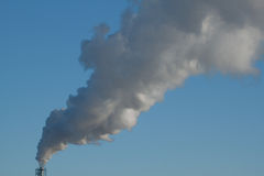 stigande rök för fabrik Arkivfoton