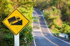 Stigande trafiktecken Fotografering för Bildbyråer