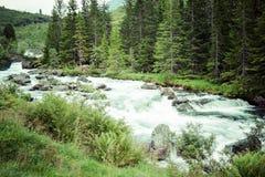 Stigfossen nomeado cachoeira, fim pela estrada famosa de Trollstigen Fotografia de Stock