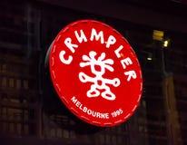 Stigmatisez le logo du sac de Crumpler au magasin de devanture Photographie stock