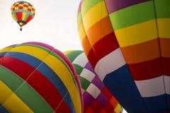 Stigning för ballonger för varm luft royaltyfri bild