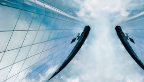 stigning för högt kontor för byggnader royaltyfri bild