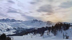 Stigning i berg i Andorra arkivbild