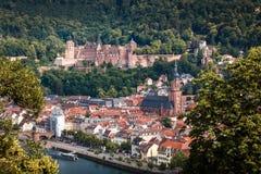 Stigning till banan för filosof` s med en sikt av den Heidelberg slotten, Heidelberg, Baden-Wuerttemberg, Tyskland royaltyfri foto
