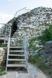 Stigning till den väggAsenova fästningen arkivfoto