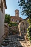 Stigning till klockatornet i Santarcangelo di Romagna, Italien royaltyfri foto
