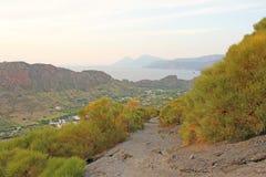 Stigning till vulkan på ön av Vulcano, Italien, Lipari väg till vulkan arkivfoton