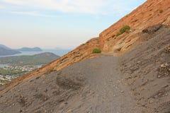 Stigning till vulkan på ön av Vulcano, Italien, Lipari väg till vulkan arkivbild