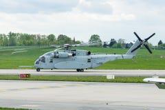 Stijg de van de helikoptersikorsky van de zwaar-liftlading Koning Stallion CH-53K op royalty-vrije stock fotografie
