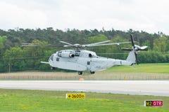 Stijg de van de helikoptersikorsky van de zwaar-liftlading Koning Stallion CH-53K op stock foto's
