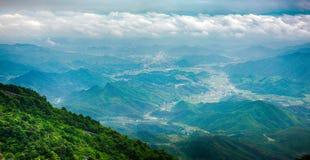 Stijg een hoogte om van een verre mening-Lingshan Shangrao te genieten stock afbeelding