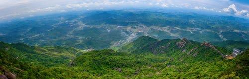 Stijg een hoogte om van een verre mening-Lingshan Shangrao te genieten royalty-vrije stock afbeelding