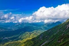 Stijg een hoogte om van een verre mening-Lingshan Shangrao te genieten stock foto's