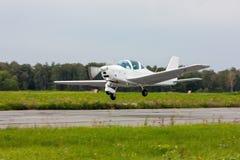 Stijg het kleine sportvliegtuig op royalty-vrije stock foto