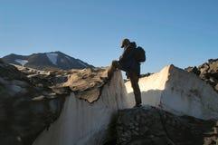 Stijgen op piek van de berg Stock Afbeelding