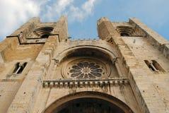 Stijgende perspectiefmening van de kathedraal van Lissabon Royalty-vrije Stock Afbeelding