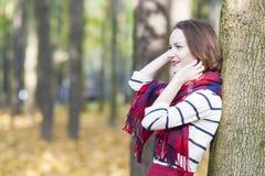 Stijl en Manierconcept: Kaukasisch Vrouwelijk ModelDressed in Varkenskot Royalty-vrije Stock Afbeeldingen