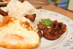 Stijl van Thailand braadde rijst, gebraden vlees met knoflook Royalty-vrije Stock Foto
