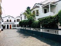 Stijlen van gebouwen en huizen van Miraflores in Lima - Peru stock foto