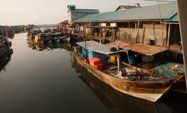Stijve huizen in dorp op Bintan, Indonesië stock afbeelding