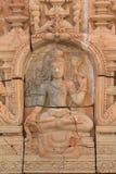 Stil för cement för låg lättnad handcraft thailändsk av hinduiska gudar royaltyfria bilder