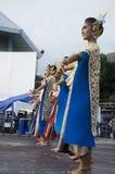 Stil för dansen för thai folk för skådespelaren och för aktrins visar thai folk på st Arkivfoton