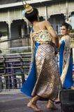 Stil för dansen för thai folk för skådespelaren och för aktrins visar thai folk på st Royaltyfri Bild