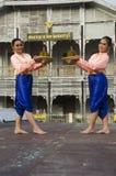 Stil för dansen för thai folk för skådespelaren och för aktrins visar thai folk på st Fotografering för Bildbyråer