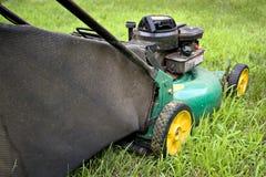 stil för lawngräsklippningsmaskinpush Arkivfoton