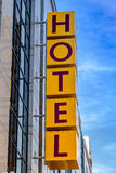 stil för tecken för hotell för byggnadsfabrik historisk Arkivbild
