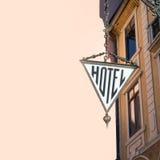 stil för tecken för hotell för byggnadsfabrik historisk Arkivbilder