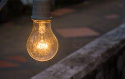 Stil liv lampan för garnering i trädgården med Bokeh baksida Arkivbilder