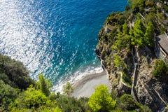 Stil strand op amalfi kust dichtbij Positano stock afbeelding