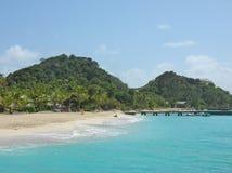 Stil strand op het privé Eiland van de Palm Stock Fotografie