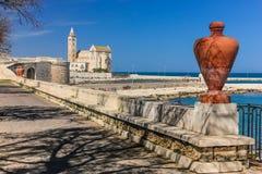 stil tuscany för domkyrkaEuropa italy pisa romanesque Trani Apulia italy Arkivbild