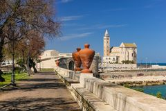stil tuscany för domkyrkaEuropa italy pisa romanesque Trani Apulia italy Arkivfoton