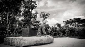 Stile in bianco e nero del monumento di principe Mahidol Adulyadej all'università di Mahidol, Tailandia Fotografie Stock Libere da Diritti