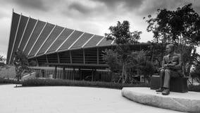 Stile in bianco e nero del monumento di principe Mahidol Adulyadej all'università di Mahidol, Tailandia Fotografie Stock
