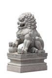 Stile cinese della scultura di pietra del leone su fondo bianco fotografia stock