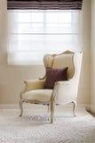 Stile classico della sedia su tappeto fotografie stock